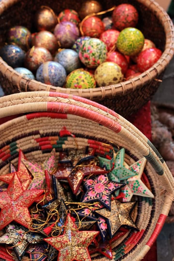 Suanne Potapan handbemalte Weihnachtskugeln und Sterne